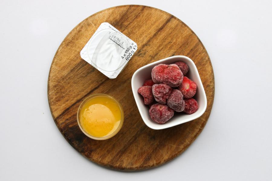 Zutaten für das einfachste Erdbeer-Joghurt-Eis