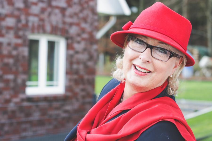 Anke_Wohlfühglück_roter Hut2